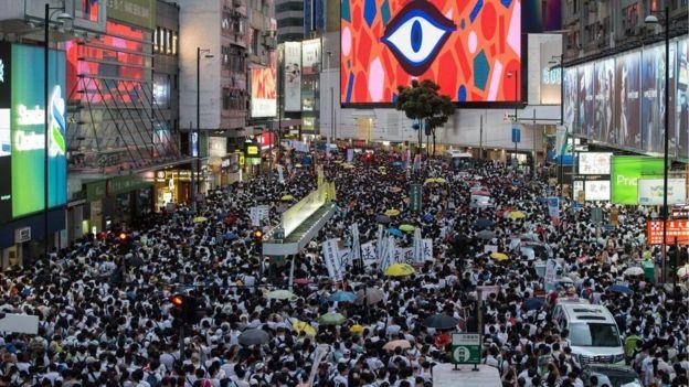 Ini adalah unjuk rasa terbesar di Hong Kong dalam beberapa tahun ini.
